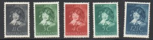 Netherlands Sc B98-102 1937 Child Welfare stamp set mint