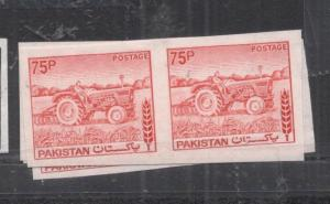 Pakistan SG 473a, 75P Tractor Imperf Pair MNH (8dkv)