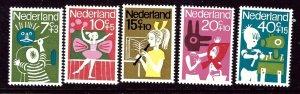 Netherlands B392-96 MNH 1964 Children    (ap3452)