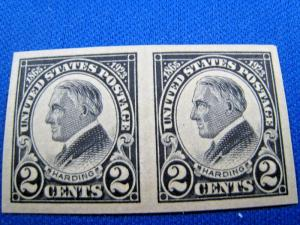 U.S. STAMPS FOR COLLECTORS - SCOTT #611 - IMPERFORATE PAIR - MNH   (kb611)