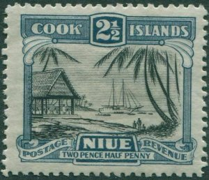 Niue 1932 SG65 2½d black and slate-blue Natives working Cargo MLH