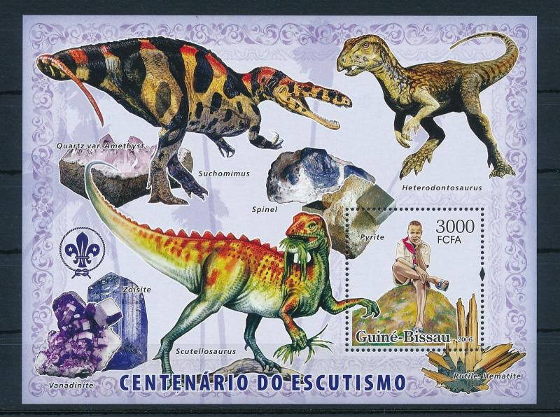 [26064] Guinea Bissau 2006 Pre Historic Animals  100 Year Scouting  MNH