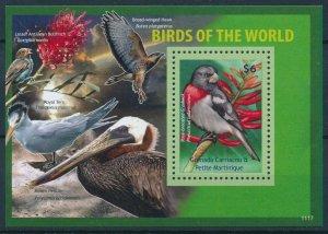 [108774] Gren. Carriacou & Petite Martinique 2011 Birds Grosbeak hawk Sheet MNH