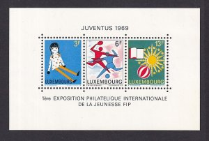 Luxembourg  #474  MNH  1969   Juventus 1969 sheet  youth and leisure