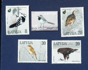 LATVIA - Scott 396-397, 437-438, 577 - FVF MNH - BIRDS - 1995-2003