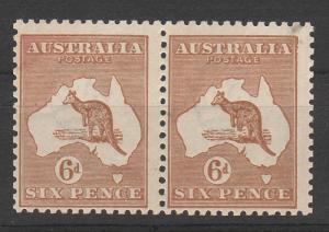 AUSTRALIA 1923 KANGAROO 6D 3RD WMK MNH ** PAIR VARIETY BROKEN LEG