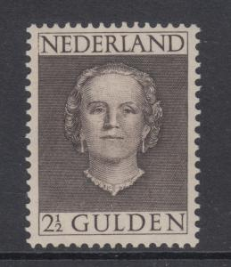 Netherlands Sc 320 MLH. 1949 2½g black brown Queen Juliana, VF