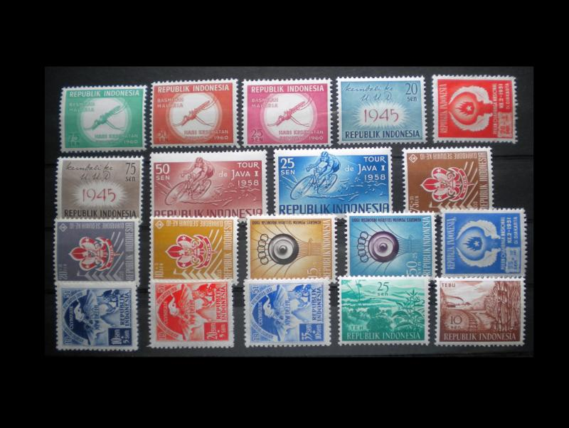 INDONESIA. 70 MNH. EARLY STAMP ISSUES LOT. ITEM: AMINDO5