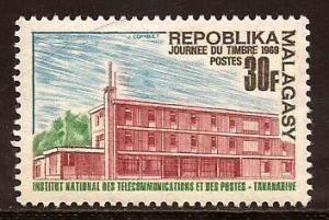 Malagasy  Republic  #  424  Mint