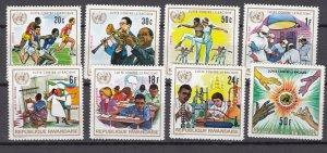 J27279 1972 rwanda set mnh #486-93 designs