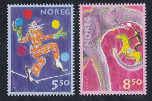 Norway 1338-39 MNH OG 2002 Clown Jugging Balls Circus EUROPA Set