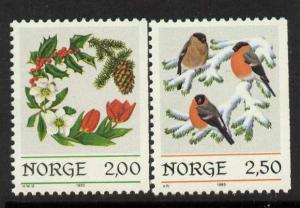 Norway 871-2 MNH Christmas Wreath, Birds, Bullfinches