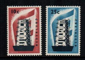 Netherlands  368 - 369  MNH cat $ 26.00