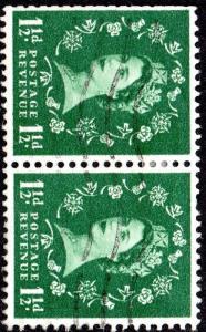 1961 SG 572b 1½d green Multiple Crowns Sideways Watermark Very Fine Used Pair