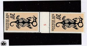 NEW ZEALAND # 396 VF-MNH CONTROL #5 PASTE UP GUTTER PAIR REVERSED CAT VALUE $35+