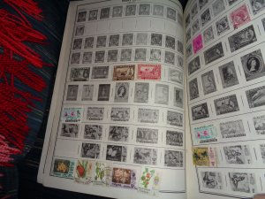 MALAYA COLLECTION ON ALBUM PAGES, BOTH MINT AN USED