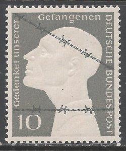 GERMANY 697 MNH 127F