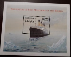 U) 2012, MALDIVES, SHIPWRECKS AND SHIP MYSTERIES OF THE WORLD, PERFORATED