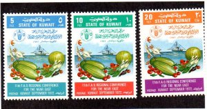 KUWAIT 557-9 MNH SCV $5.00 BIN $3.00 FOOD