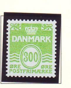 Denmark  Scott 795 1985 3000 ore bright yellow green wavy lines stamp mint NH