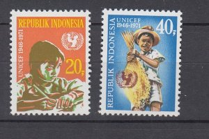 J29332, 1971 indonesia set mnh #808-9 unicef