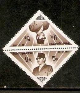 Nepal 1973 King Birendra Tete-beche Pair Odd Shape Triangle Sc 278 MNH # 12523b