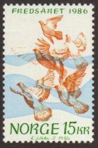 Norway #902 MNH 15kr doves