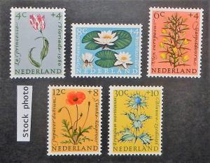 Netherlands B343-47. 1960 Flowers, NH