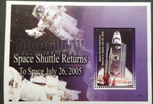 O) 2006 GAMBIA, SPACE . SHUTTLE DISCOVERY RETURNS TO SPACE IN 2005, SPACESHIP, G