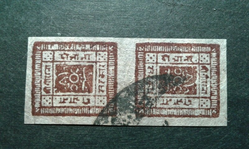 Nepal #15a used tete beche pair e205 9032