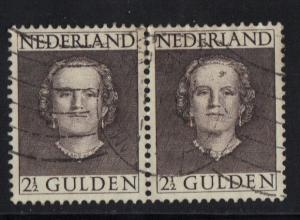 Netherlands  1949  used Queen Juliana 2 1/2 gld pair Sc 320
