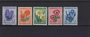 NETHERLANDS 1953 CULTURAL FUND MM STAMPS SET CAT £40  REF 5037