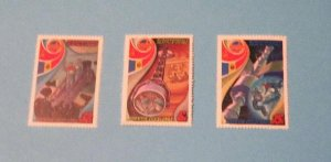 Russia - 4940-42, MNH Set. Cosmonauts in Training. SCV - $1.45