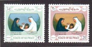 KUWAIT 356-357 MH SCV $4.75 BIN $1.60 FAMILY DAY