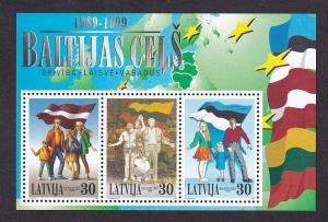 Latvia   #494  MNH  1999    families and flags  sheet