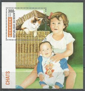 Benin MNH S/S 767 Cat In a Basket 1995 SCV 4.25