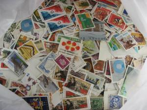 Canada 10,500 commemorative, large defin mixture (heavy duplication,mixed cond)