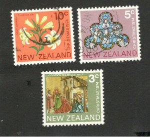 NEW ZEALAND - USED SET -CHRISTMAS - 1974.