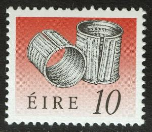 Ireland 774  MNH - Armlet Irish Art Treasures - 1990