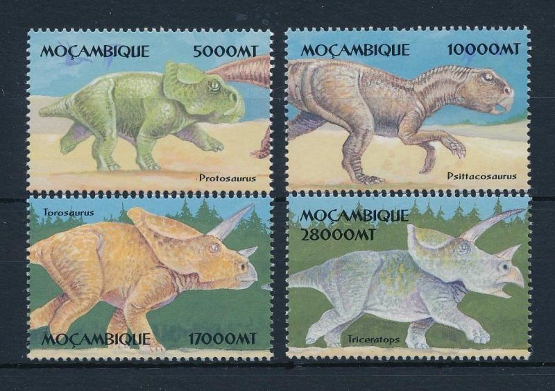 [31544] Mozambique 2002 Pre historic animals Dinosaurs MNH