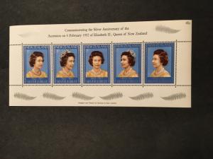 New Zealand 2015 Scott #620 Mint VF-NH Cat. $1.25 1977 Silver Jubilee Min. Sheet
