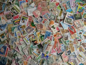 Colombia scrap pile of estimated 500. Duplicates,mixed condition, check them out