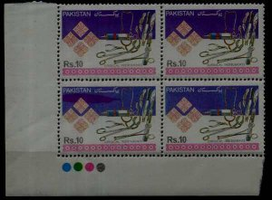 Pakistan 782a MNH bl.of 4 Surgical instruments, dry print