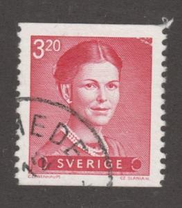 Sweden Stamp ,used, Scott# 1373, red, lady with pearl necklace,   #M436