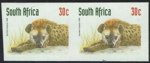 SOUTH AFRICA 1997 HYENA 30C IMPERF PAIR MNH **