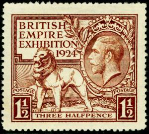 SG431, 1924 1½d brown, LH MINT. Cat £15.