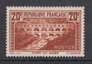 France Sc 253 MLH. 1929-33 20f red brown Pont du Gard, Die I