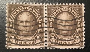 653 1922 Americans Series, 11x10.5 perf., Circ. pair, Vic's Stamp Stash