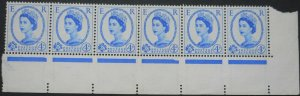 Great Britain 1959 QEII Four and a HalfPence strip of six SG 593 u/mint