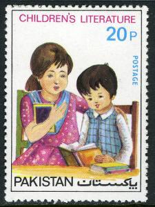 Pakistan 428, MNH. Children reading book, 1976